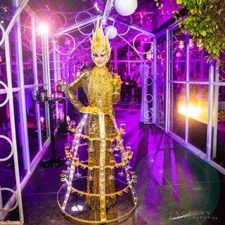 Lady Champagne orangerie cérémonie @ le grand salon te Beersel from tkila booking 0475 42 41 42 - traiteur aromate - huwelijk mariage feestzaal salle de mariage, witte orangerie - veel licht en veel groen